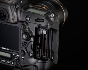Nikon-D4-double-slot